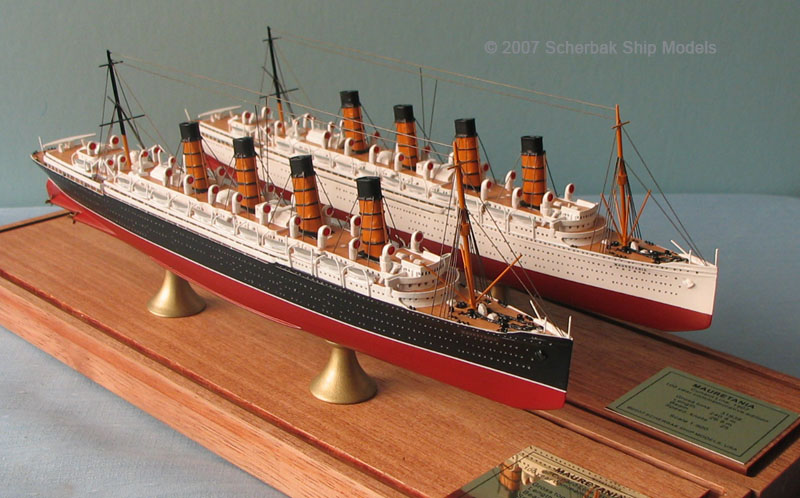 Mauretania models with black hull and white hull