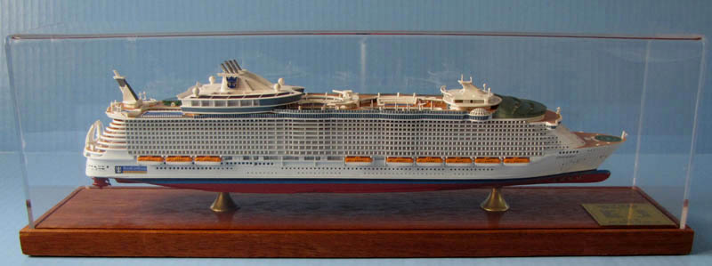 Oasis of the Seas 1:900 scale cruise ship model